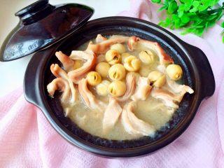 #咸味# 健脾开胃的猪肚莲子汤,炖熟后,莲子软绵绵的,入口即化。