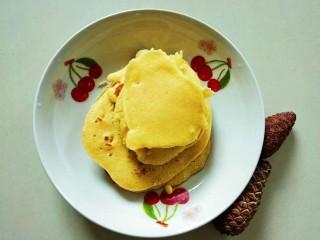 牛奶雞蛋玉米餅,松軟好吃,玉米香和奶香濃郁(可以煎這種小餅十來個吧,第一次做,煎時想嘗嘗,然后就這么點了)