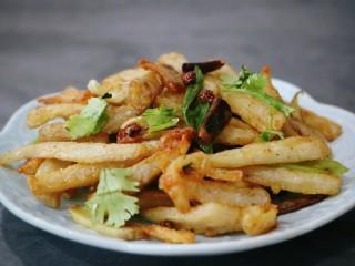 #辣味#≈干煸藕条≈,出锅,可以撒上香菜末或者葱花,香气扑鼻,酥酥脆脆😍