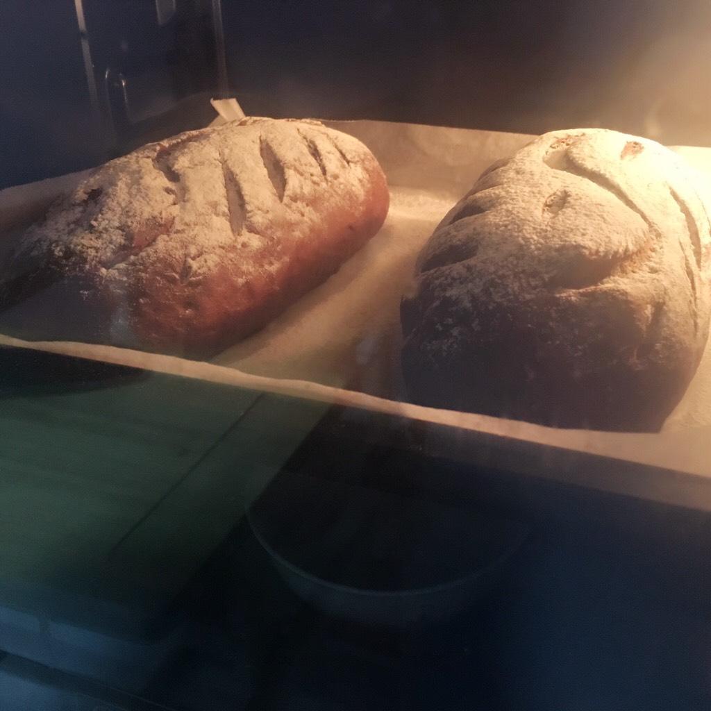 可可麻薯软欧包,烤箱预热</p> <p>170度上下火烤30分钟左右</p> <p>PS:烤箱温度仅供参考;