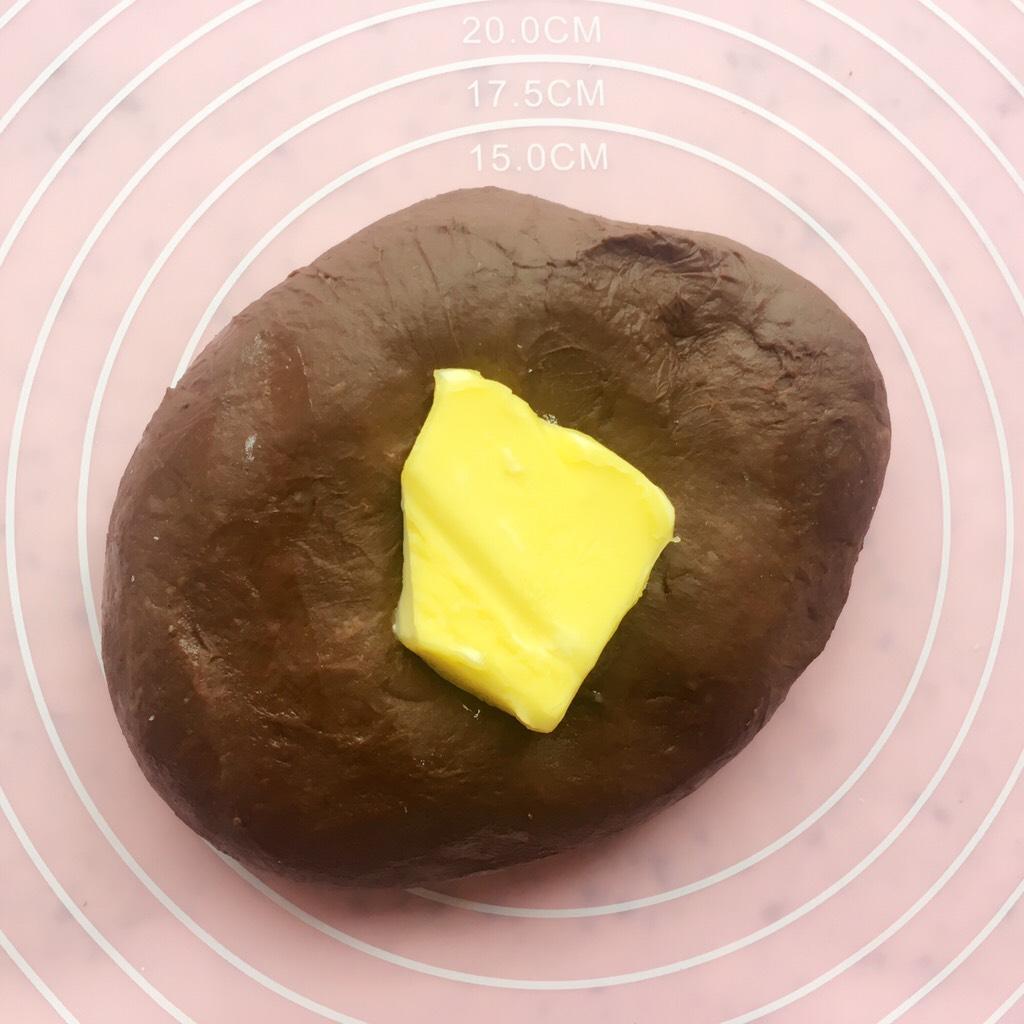 可可麻薯软欧包,加入黄油继续揉面</p> <p>揉至完全扩展阶段</p> <p>