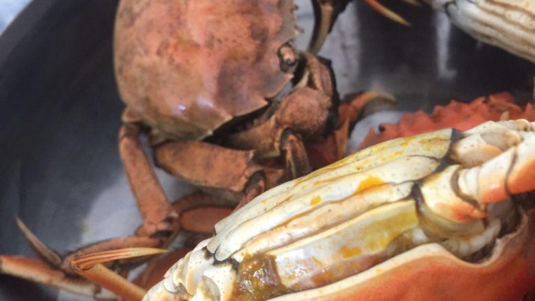 清蒸大闸蟹,放入盆里 开始扒螃蟹🦀️ 扒扒扒   想吃盘锦正宗稻田蟹  加VX:liye19811202    暗号:吃货 😁😁😁