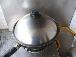 酱汁骨头, 小火烧制30分钟左右,使其熟透