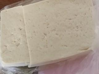 吃豆腐#蛋清饼十熘豆腐,准备豆腐。