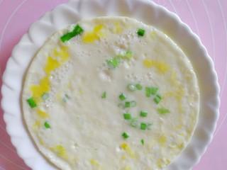 吃豆腐#蛋清饼十熘豆腐,煎好的蛋青饼放到盘里。
