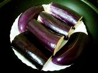 蒜蓉茄子,上锅蒸熟