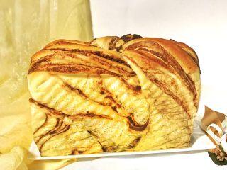 椰香浓郁的大理石豆沙吐司(一次性发酵),成品图