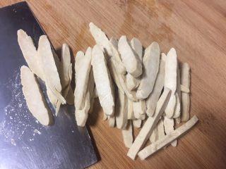 凉拌香干萝卜缨子, 切成条也可以切成细丁。