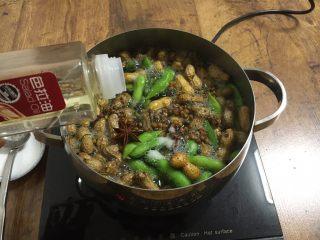 #咸味# 花椒盐水煮毛豆花生,倒入2~3滴的炒菜油