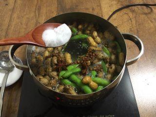 #咸味# 花椒盐水煮毛豆花生,放入2勺盐