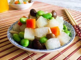 #咸味# 花椒盐水煮毛豆花生,毛豆煮多了,吃剩下的还可以入菜,这是我做的毛豆炒冬瓜丁,里边搭配了胡萝卜丁和蟹味菇。