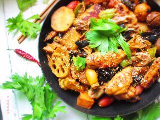 三汁焖锅,焖出的锅子香味浓郁,肉质细嫩,满屋飘香