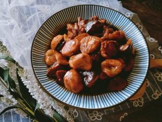 香菇板栗焖鸡腿,出锅,美味的香菇板栗焖鸡就做好啦。