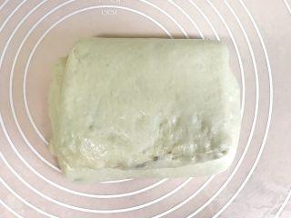 椰香浓郁的大理石豆沙吐司(一次性发酵),另三分之一也向中间折起