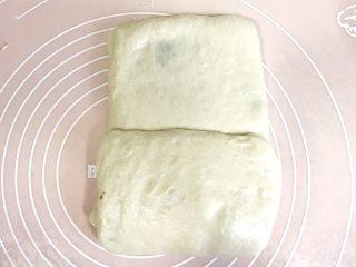 椰香浓郁的大理石豆沙吐司(一次性发酵),第二次折叠:重复上边的动作,三分之一处向中间折起