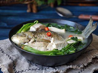 想补钙就喝鲫鱼豆腐汤