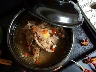清炖枸杞羊肉汤,11.枸杞羊骨汤就做好了。