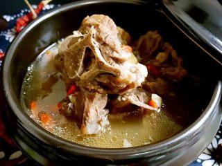 清炖枸杞羊肉汤,成品