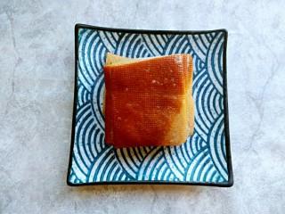 芹菜炒干豆腐,干豆腐(我用的是卤好的干豆腐,已经有滋味,炒菜的时候可以少放点盐,也可以用没有卤过的干豆腐,盐量可以根据自己的口味调整)
