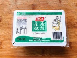 浓汤鲫鱼炖豆腐,盒装豆腐