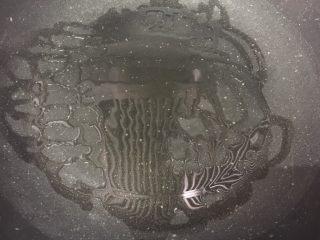 香煎藕饼,中小火、热锅冷油