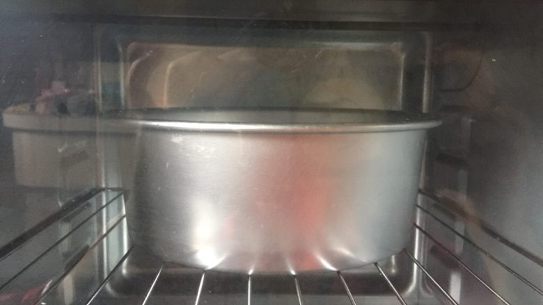 酸奶起司蛋糕,放入50分钟、烤箱180度20分钟,160度30分钟