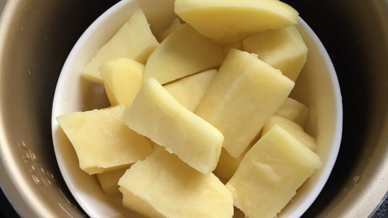 椰蓉芝士土豆球,放电压力锅蒸十分钟,没有可以放锅里隔水蒸半小时。