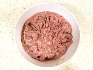 超级鲜美无敌肉丸靓汤,这是完全搅拌好的样子,细嫩、劲道、爽滑