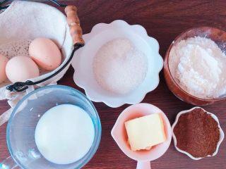 草莓奶冻可可蛋糕杯,在准备可可蛋糕杯食材