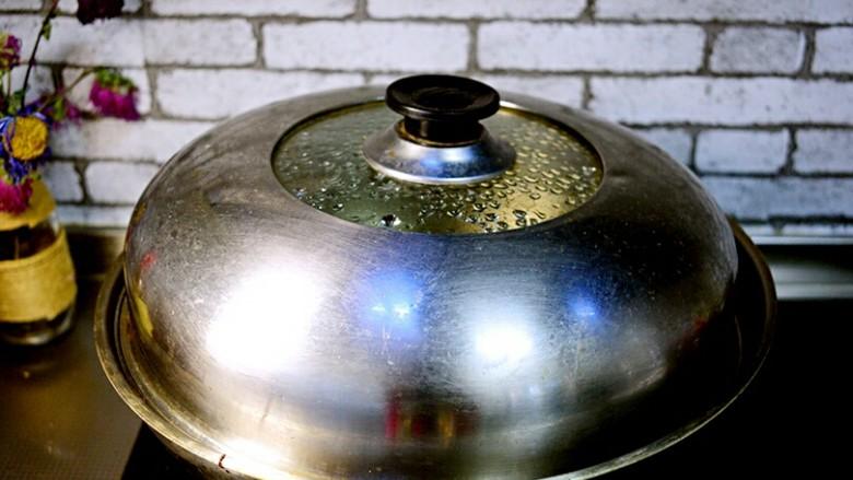 红烧排骨,加盖,大火烧开,转小火煮40分钟