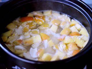 一碗汤+苹果百合酒酿蛋花羹,继续小火慢慢炖煮2分钟左右