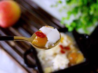 一碗汤+苹果百合酒酿蛋花羹,喝一口、顺心顺意又美味哟、这个季节可以多喝一些这些汤汤水水、对身体健康特别有好处