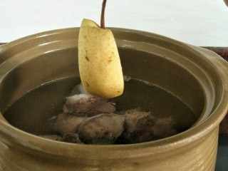 #一碗汤#清燥润肺汤,放入雪梨