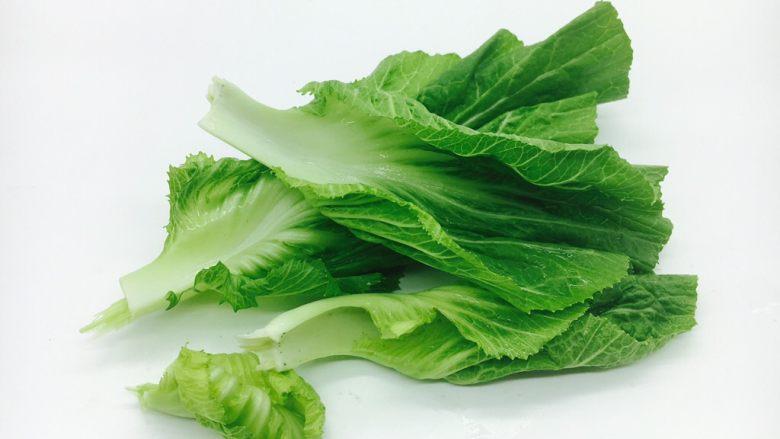 #咸味# 骨汤鱼松米线,把青菜掰成片