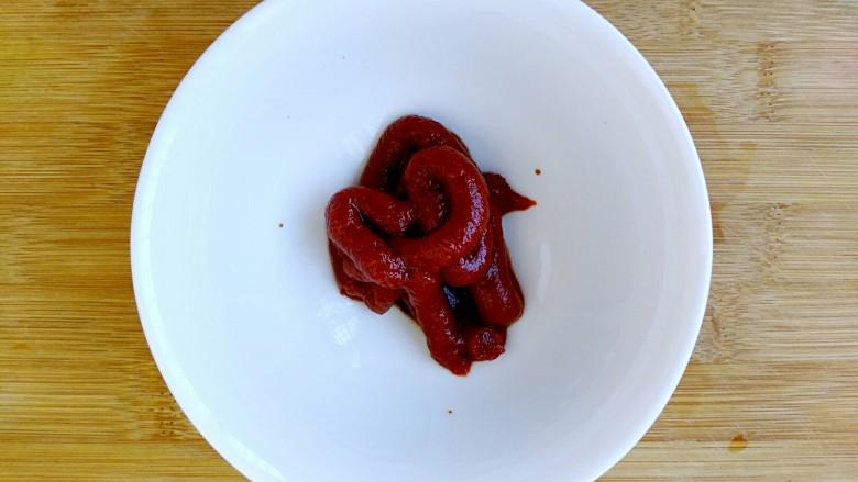 一碗汤+番茄鸡丸浓汤,调理酱汁:<a style='color:red;display:inline-block;' href='/shicai/ 699'>番茄酱</a>50g。