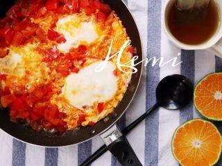 15分钟高颜值异国风料理(北非蛋),起锅,撒上香菜(冰箱里没有所以我没加)