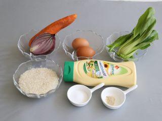 日式蛋包饭,准备所需要的食材。