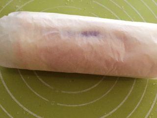 紫薯蛋糕卷,然后卷起来冷藏一个小时