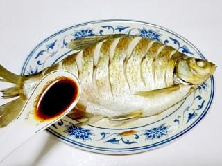 红红火火~清蒸鳊鱼,淋一勺生抽增加鲜味