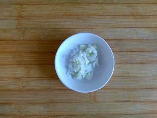 糖醋虎皮鹌鹑蛋,切葱花