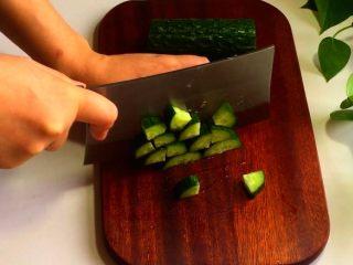 排骨焖饭,青瓜小块