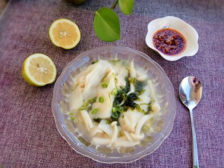 白菜猪肉小馄饨(内附馄饨四种详细包法),喜欢吃辣的还可以放点油辣子