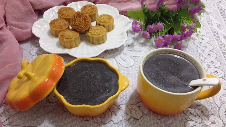 黑芝麻糊,配上点心,当早餐、下午茶,既方便又营养。