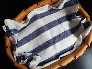 清蒸大闸蟹,3.螃蟹上面可以加盖一个餐布,不要压得太紧要透气。