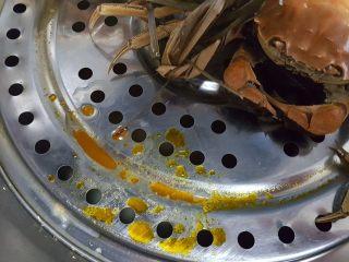 清蒸大闸蟹,11.蟹黄和蟹油流出来好多,螃蟹很肥美。