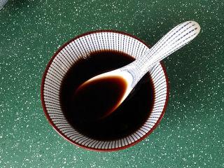 糖醋五花肉,最后加5汤匙清水,搅拌均匀