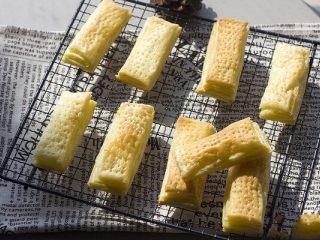 美味好吃的拿破侖,烤好馬上取出納涼,千層酥皮就做好啦!