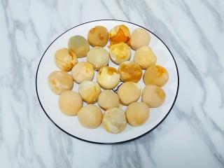蛋黄酥,准备好咸鸭蛋黄,我用的熟蛋黄
