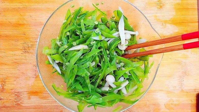 健康饮食之翡翠拌白玉(荷兰豆拌白玉菇),拌均匀!