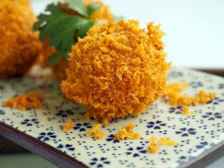 咸蛋豆腐球,这样一盘美美的蛋黄豆腐球就做好了,赶紧开吃吧